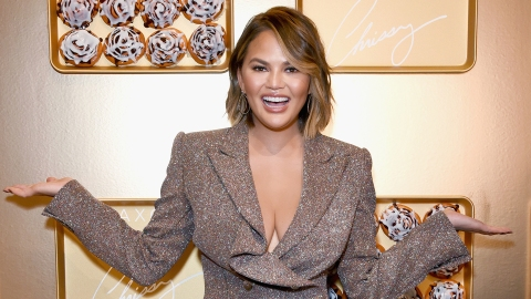 How Chrissy Teigen Works Around Her Biggest Body Insecurity | StyleCaster