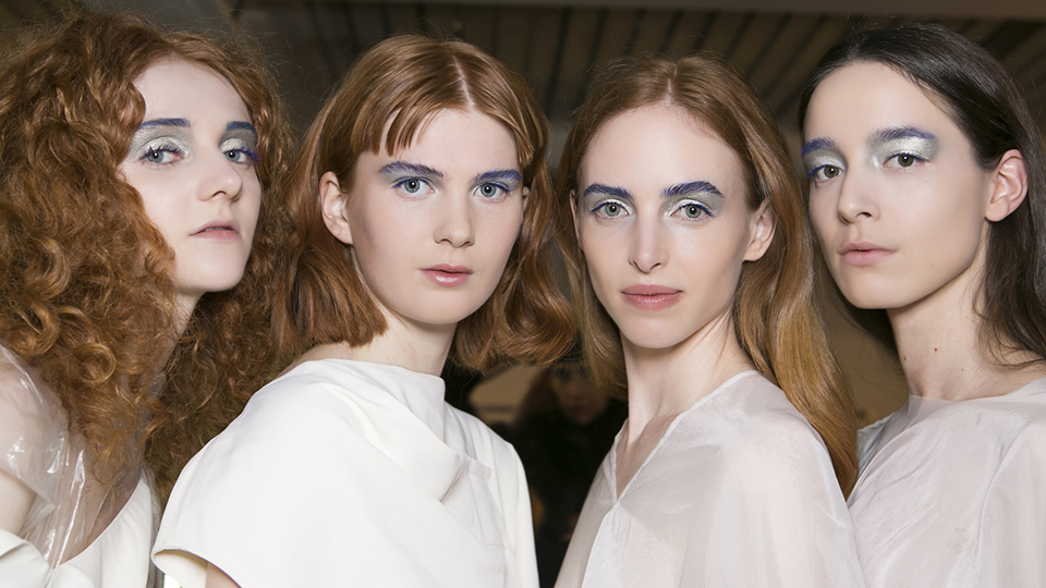 5 Runway-Inspired Ways to Pull Off Brightly Colored Mascara