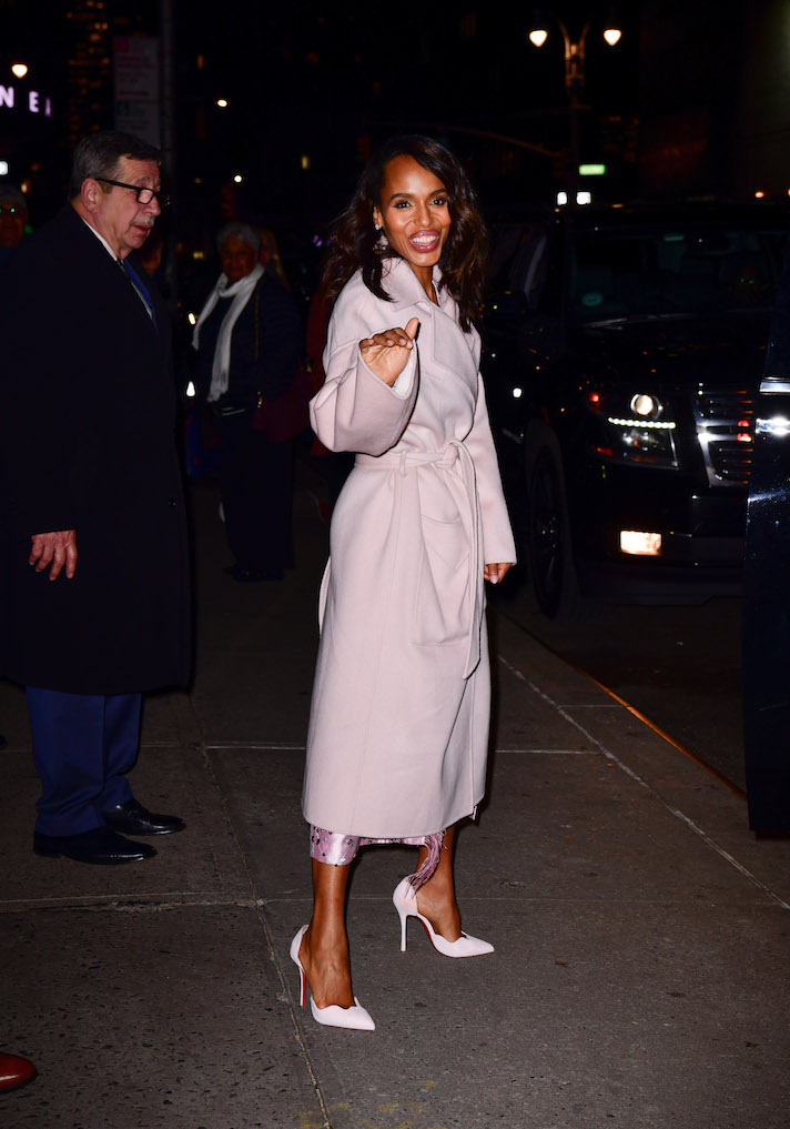 gettyimages 1055341894 How Kerry Washington Took a Millennial Pink Trench Coat from Day to Night