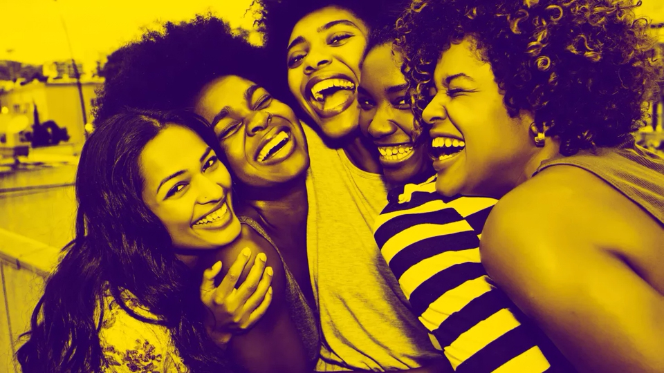 7 Habits of People Who Make Friends Easily | StyleCaster