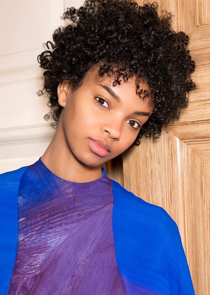 Model-Oily Hair Tips.