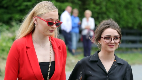 Sophie Turner Self-Cares by Smoking Weed with Maisie Williams | StyleCaster