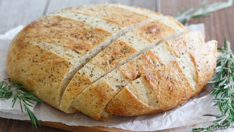 An Easy Focaccia Recipe for the Amateur Bread Baker | StyleCaster