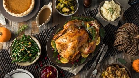 How to Handle Emotional Eating During the Holidays | StyleCaster