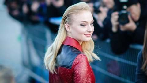 Sophie Turner Trolled Maisie Williams's 'Game of Thrones' Sex Scene & We Can't Breathe | StyleCaster