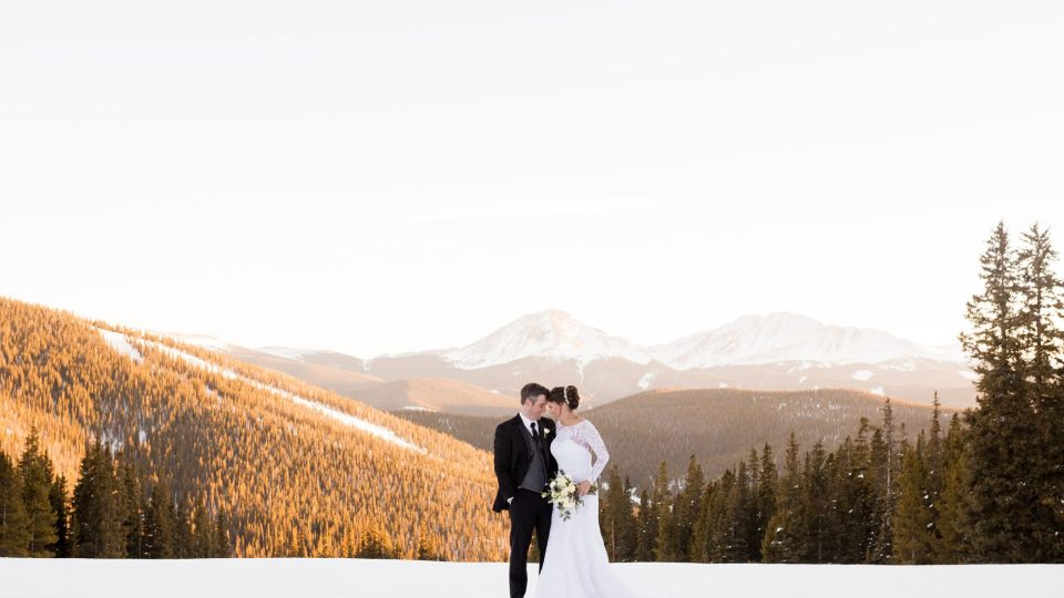 21 Stunning Winter Wedding Photos We Can't Stop Staring At | StyleCaster
