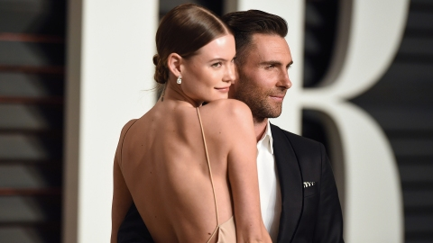 Adam Levine & Behati Prinsloo Are #Goals at the Super Bowl | StyleCaster