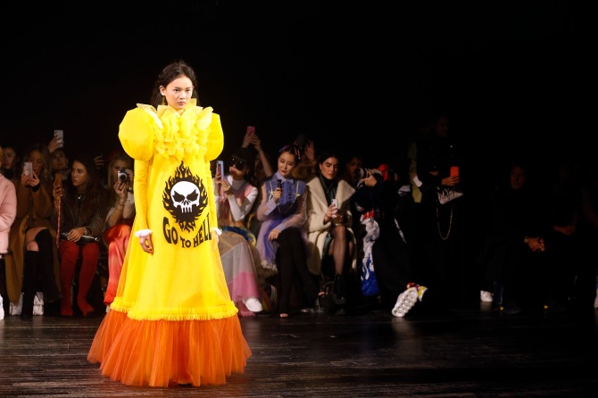 gettyimages 1098421278 Viktor & Rolf's Paris Couture Show Was Basically Just a Bunch of Memes