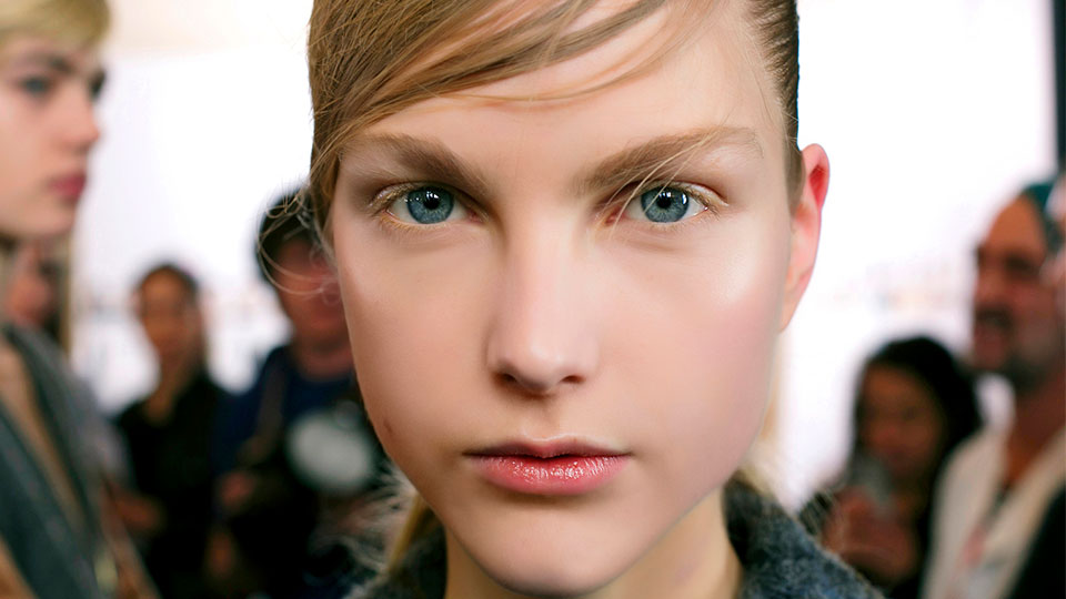 The Winter Survival Guide for Oily Skin, According to an Aesthetician