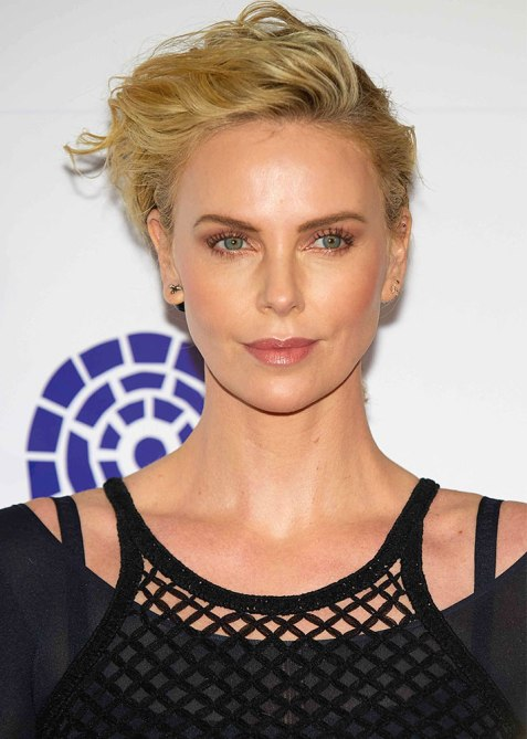 charlize theron 1 Charlize Theron Just Debuted a Major Hair Change at the 2019 Oscars