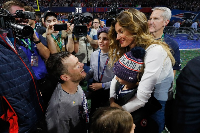 gettyimages 1093458324 Fans Are Going Wild for Tom Brady & Gisele Bündchen at Super Bowl VIII
