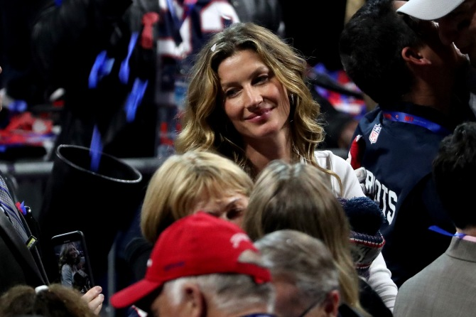 gettyimages 1127225097 Fans Are Going Wild for Tom Brady & Gisele Bündchen at Super Bowl VIII