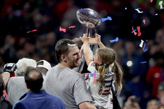 gettyimages 1127225128 Fans Are Going Wild for Tom Brady & Gisele Bündchen at Super Bowl VIII