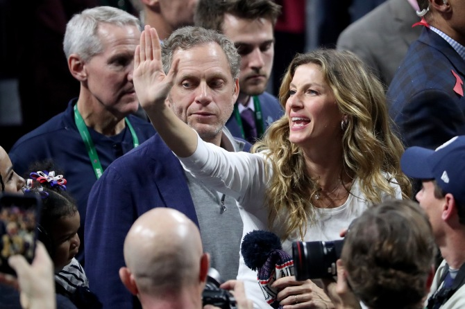 gettyimages 1127225792 Fans Are Going Wild for Tom Brady & Gisele Bündchen at Super Bowl VIII