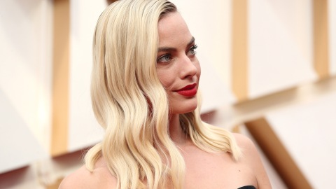 Margot Robbie's All-Black Oscars Look Is Totally Medieval (and We're Into It) | StyleCaster