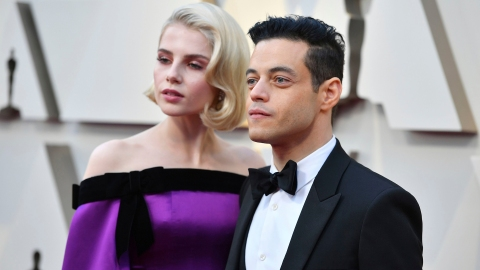 Rami Malek & Lucy Boynton Kissed From the Front Row of the Oscars | StyleCaster