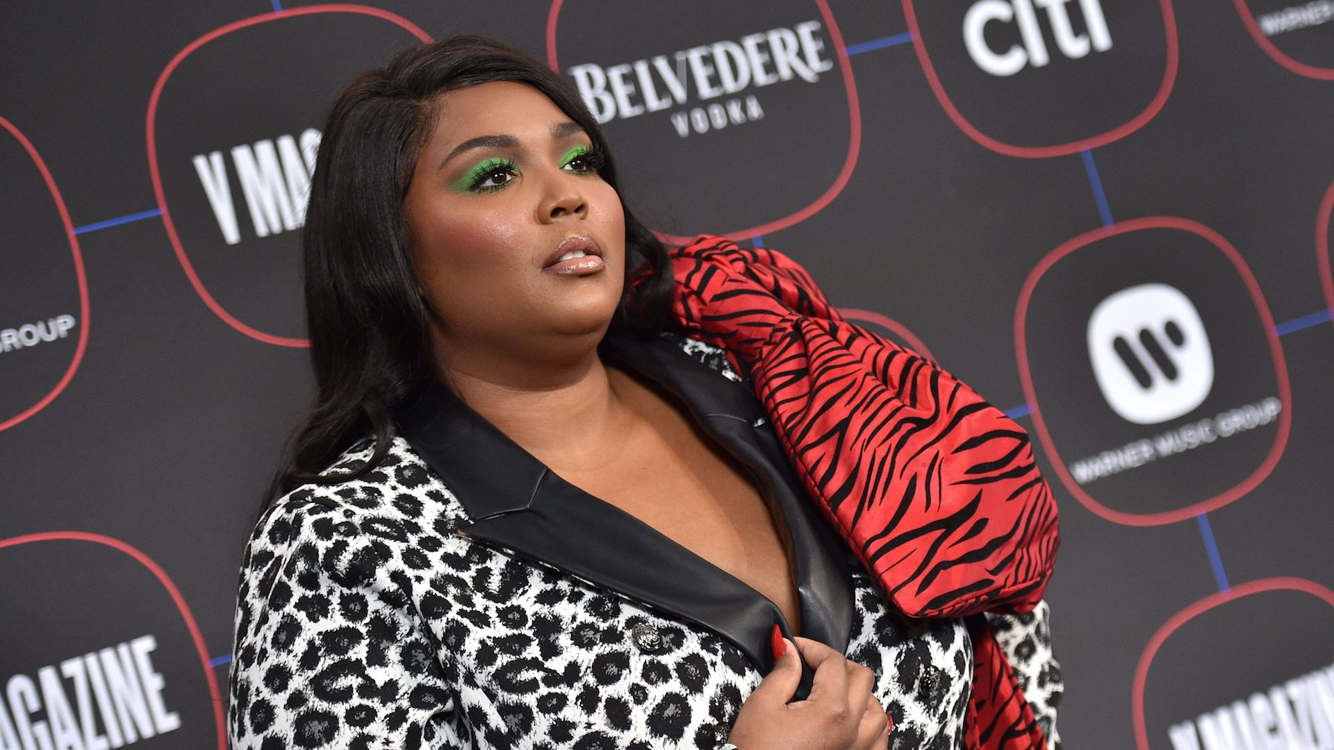 Lizzo Wore an Extra AF Neon Dress To the GLAAD Media Awards, and I'm Here For It