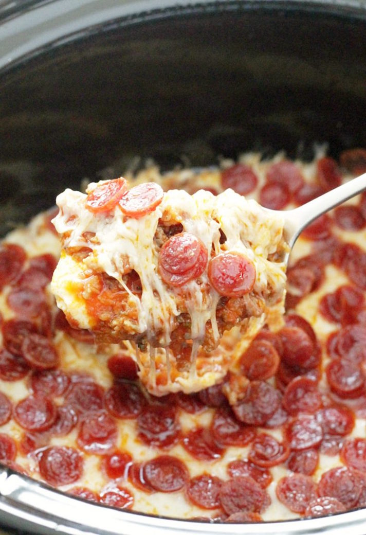 STYLECASTER | 17 Slow-Cooker Recipes to Whip Up During March Madness | Pizza Dip