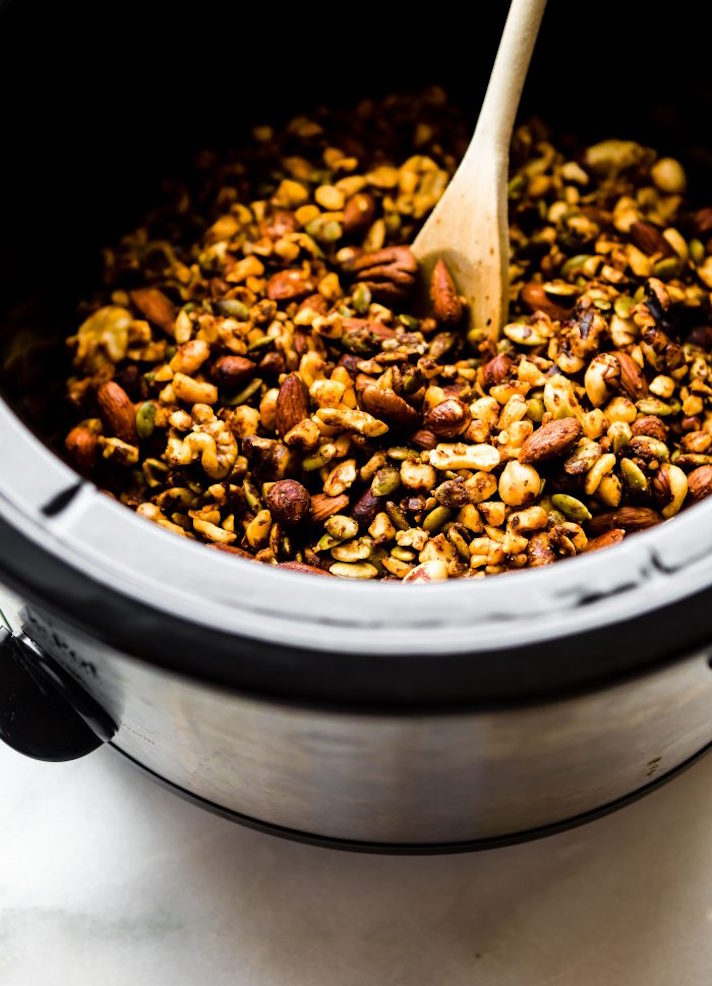 STYLECASTER | 17 Slow-Cooker Recipes to Whip Up During March Madness | Thai Curry Nut Mix