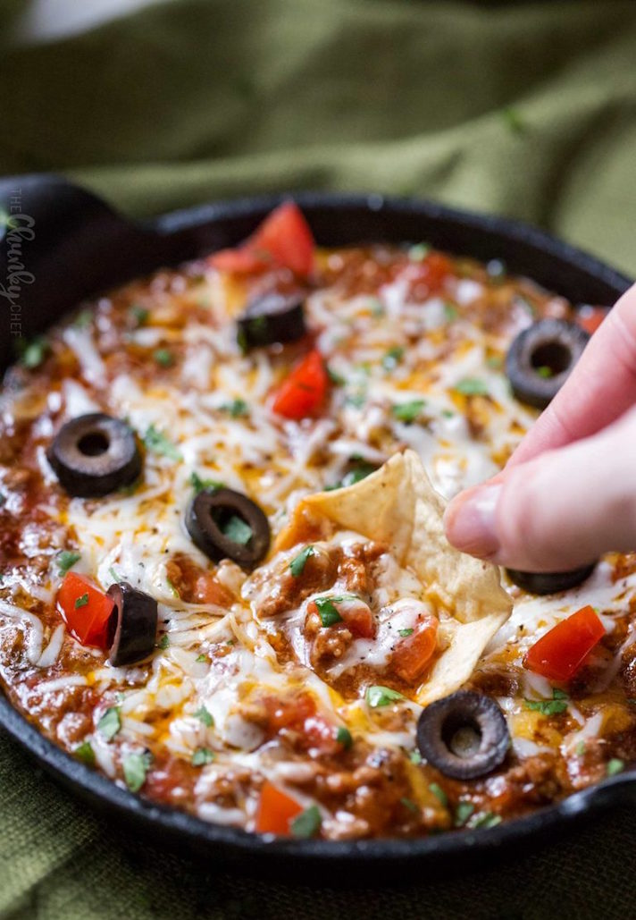 STYLECASTER | 17 Slow-Cooker Recipes to Whip Up During March Madness | Taco Dip