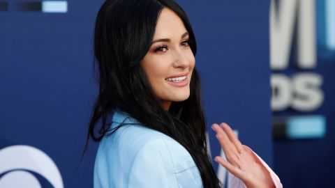No, I Will Never Get Over Kacey Musgraves' Incredible Ombré Suit | StyleCaster