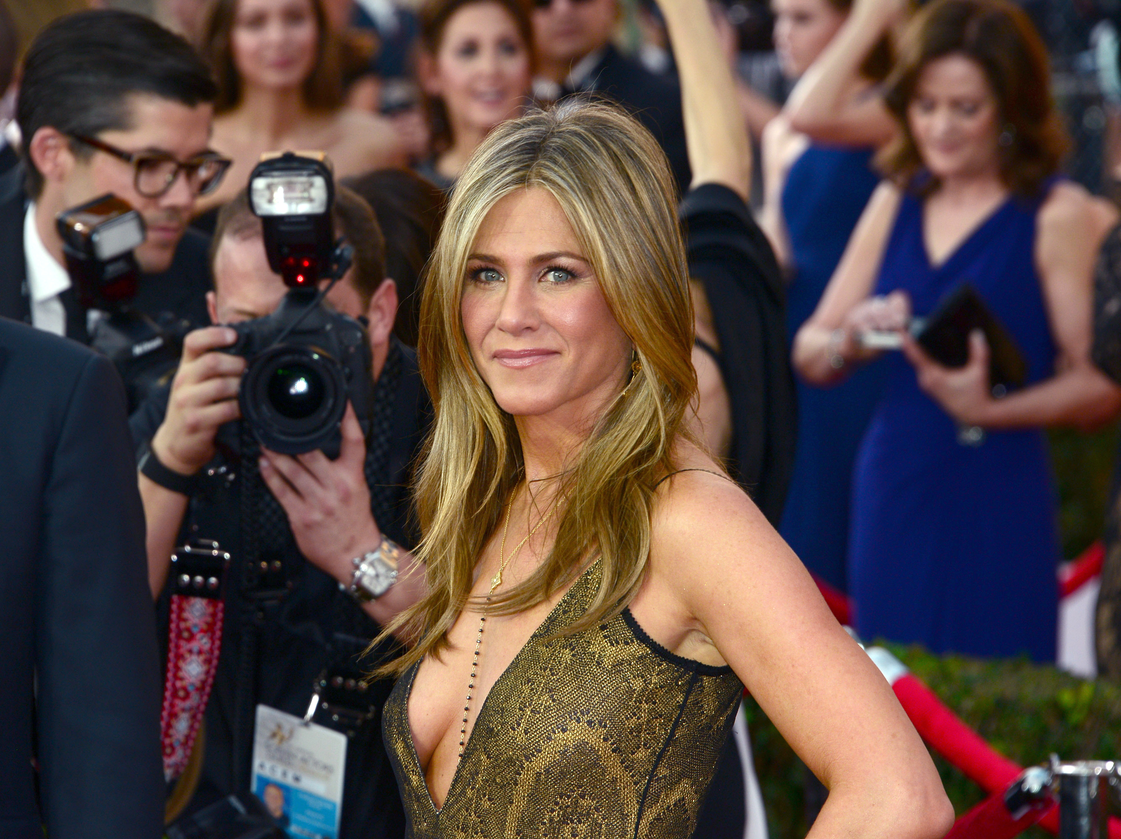 Jennifer Aniston's Colorist On How To Keep Color-Treated Hair From Fading In The Sun