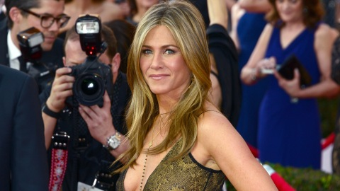 Jennifer Aniston's Colorist On How To Keep Color-Treated Hair From Fading In The Sun | StyleCaster