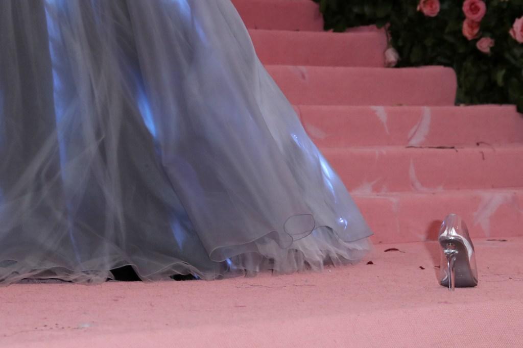 zendaya slipper met gala Heres Why Lindsay Lohan Just Trolled Zendayas Met Gala Look