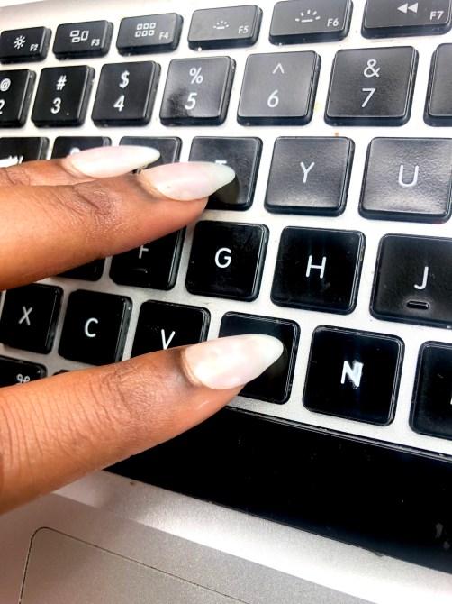 Acrylic-Nail-Hacks-Typing