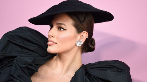 Ashley Graham's CFDA Fashion Awards Look Is High Fashion to the Hundredth Degree | StyleCaster