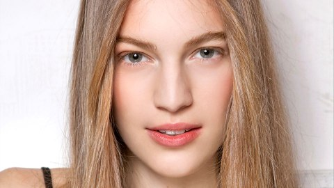 Straightening Brushes Just May be The Next Best Thing to a Salon Blowout | StyleCaster