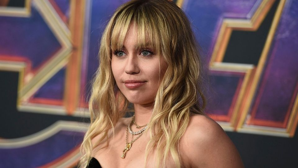 This CBD Hair Serum Is How Miley Cyrus Got Her Beachy Waves