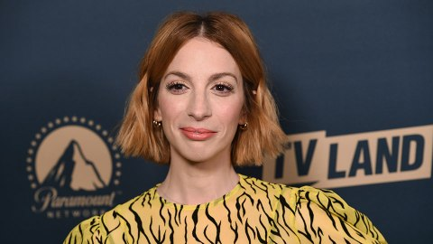 """'Younger's Molly Bernard Says Fans Will """"Go Wild"""" For Season 6—EXCLUSIVE 