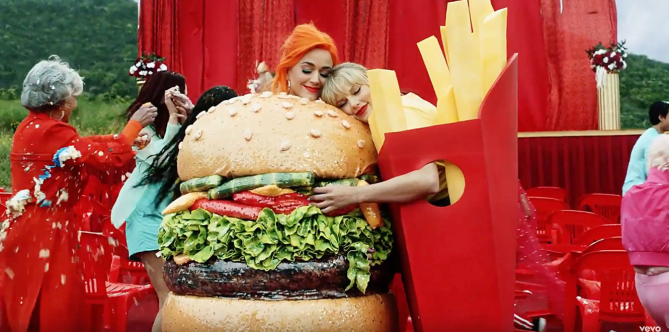taylor swift katy perry hamburger fries Taylor Swift May Have Worked With Selena Gomez & Katy Perry On A New Song For Lover—OMFG