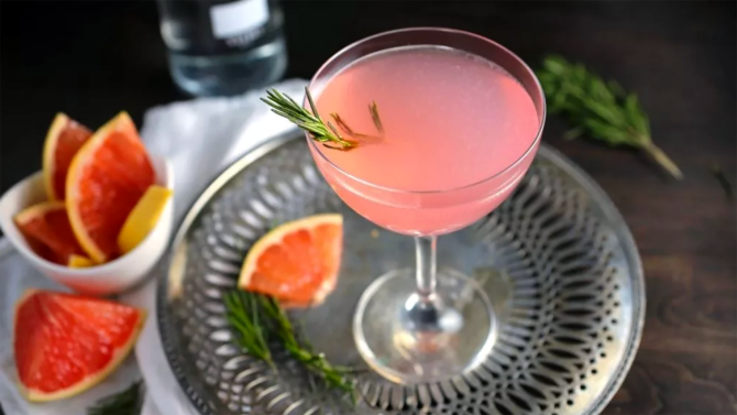 STYLECASTER   16 Elderflower Liqueur Cocktails to Take Your Summer From Boring to Boozy