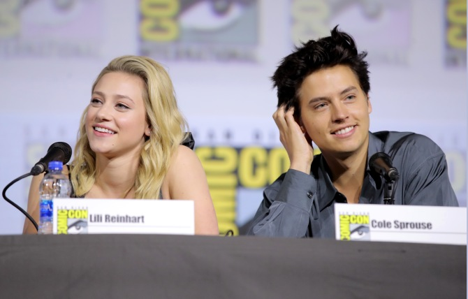 lili cole Lili Reinhart & Cole Sprouses Body Language At Comic Con Is Giving Me Anxiety