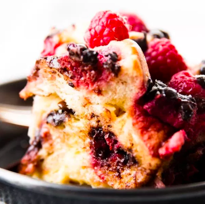 STYLECASTER | 17 Slow-Cooker Brunch Recipes Worth Staying In For | Raspberry Chocolate French Toast