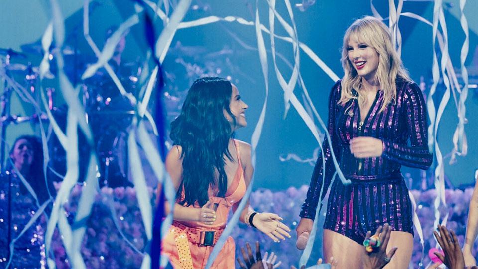 Taylor Swift & Becky G.