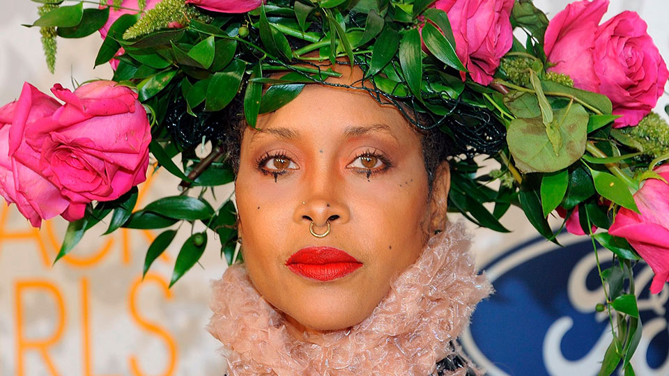Wow—I Thought Erykah Badu's Rings Were a Rainbow Manicure