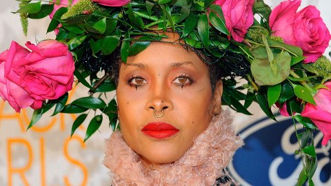 Wow—I Thought Erykah Badu's Rings Were a Rainbow Manicure | StyleCaster