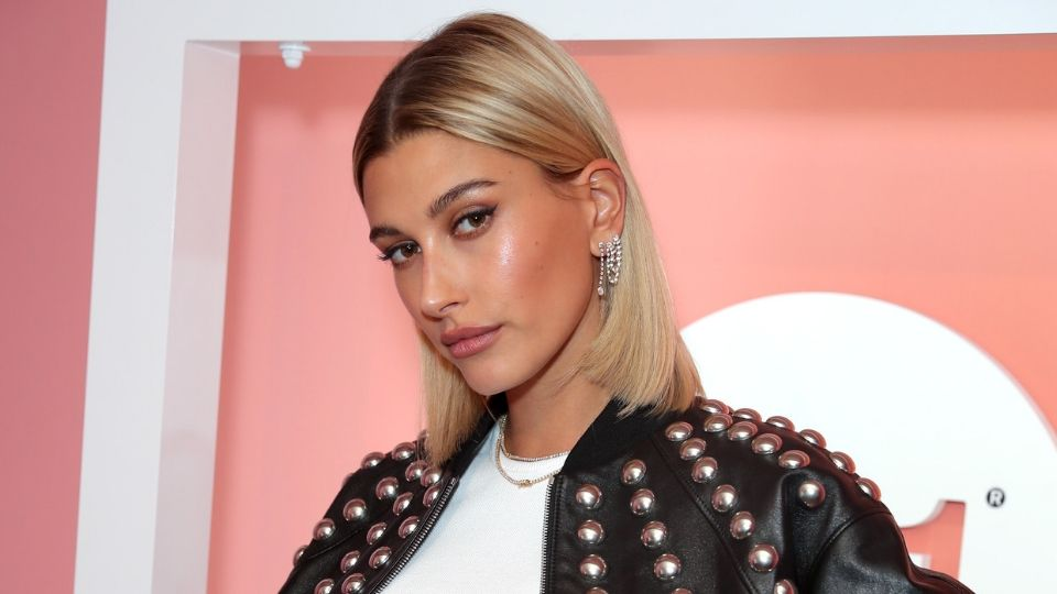Hailey Baldwin Looks Shockingly Different With a Black Bob
