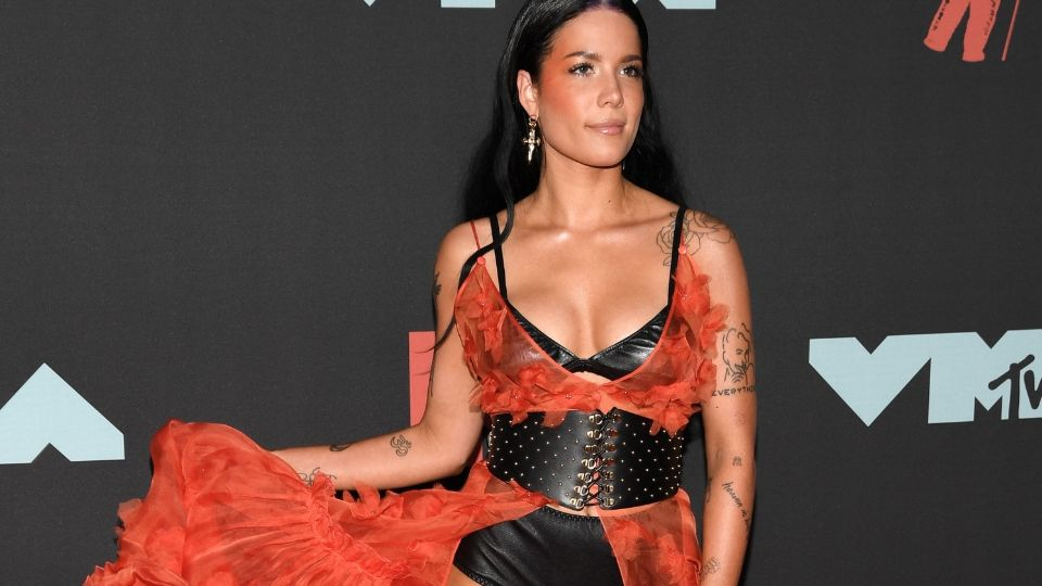 Halsey Rocked Rainbow Roots on the MTV VMAs Red Carpet: EXCLUSIVE