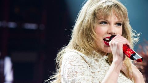 13 Taylor Swift Bridges That Will Give You All the Feels | StyleCaster