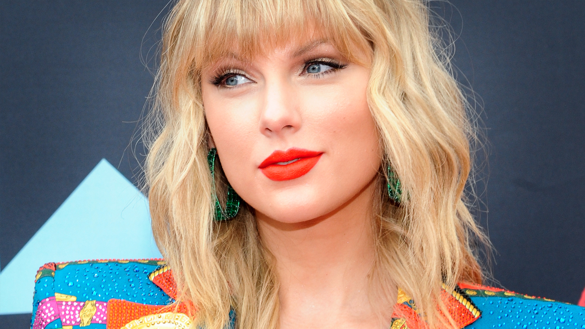 Hi, Taylor Swift's VMAs Outfit Has Her Looking Like a Hot Casino