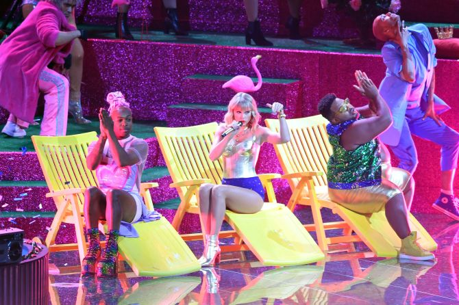 taylor swift vmas Taylor Swifts MTV VMAs Performance Was An Ode To All The Lovers