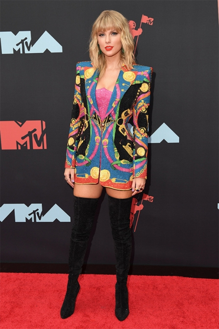 STYLECASTER   Hi, Taylor Swift's VMAS Outfit Has Her Looking Like a Hot Casino