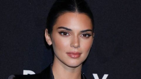 Kendall Jenner Just Casually Debuted Blonde Hair on the Burberry Runway | StyleCaster