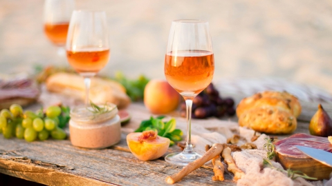 Orange Wine Is Basically a Party Trick in a Glass | StyleCaster