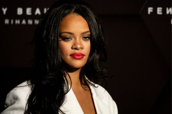 My Inner Parisian is Amoureux With Rihanna's Eye-Grazing Bangs