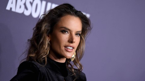 Alessandra Ambrosio Just Made Tie-Dye Totally Fall-Appropriate   StyleCaster